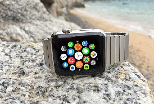 The Apple Watch was a huge deal when it was first released. It really was the first quality smart watch of its kind, and its sleek Apple design and customizable bands made it all the more appealing. However, the initial smart watch phase had a functionality problem.