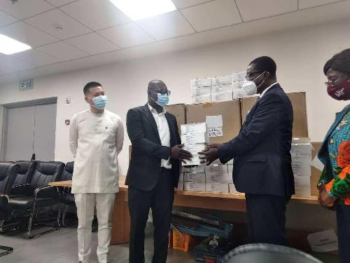 African financial service technology company OPay, and the leading web browser and software company Opera, have made a donation of a hundred thousand medical face masks to support the fight against the spread of COVID-19 in Ghana. The presentation of the face masks was made to the Government of Ghana through the Ministry of Health, in Accra on September 9, 2020.